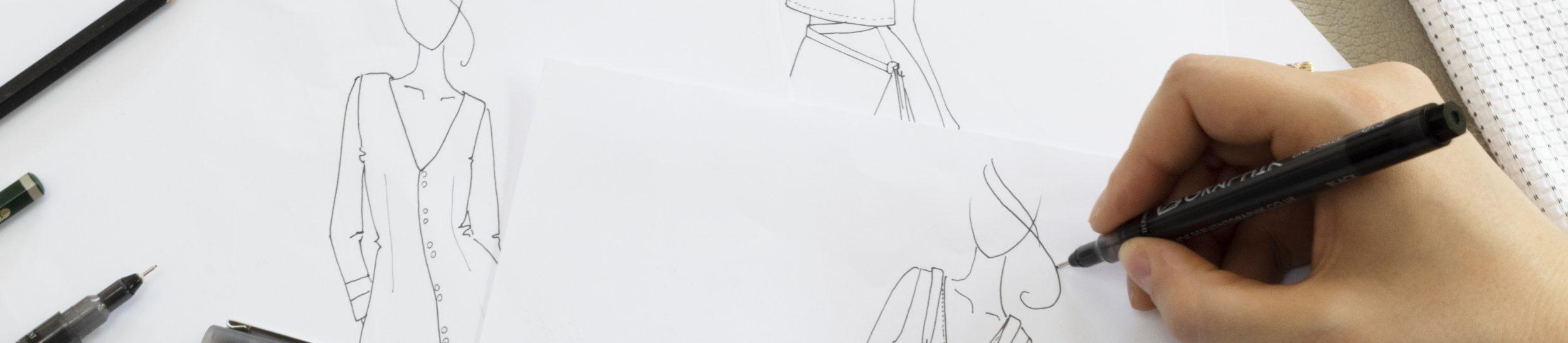 Amandine dessinant un croquis de la marque