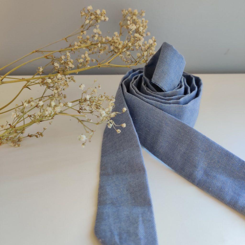 Ruban long Amande C coloris bleu denim fin 100% coton bio