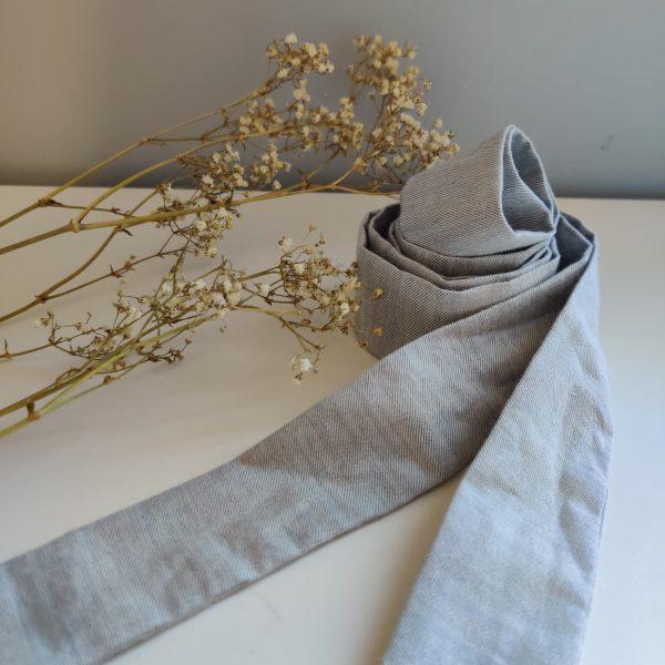 Ruban long Amande C coloris gris bleuté fin 100% coton bio