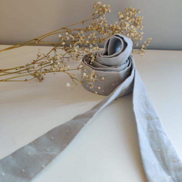 Ruban long Amande C coloris gris clair à pois blancs fin 100% coton bio