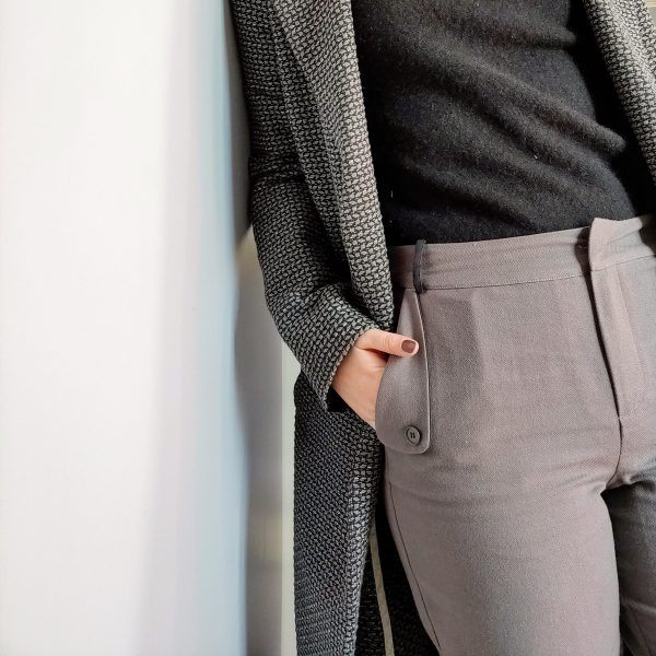 look-manteau-independante-pantalon-curieuse-camaieu-gris