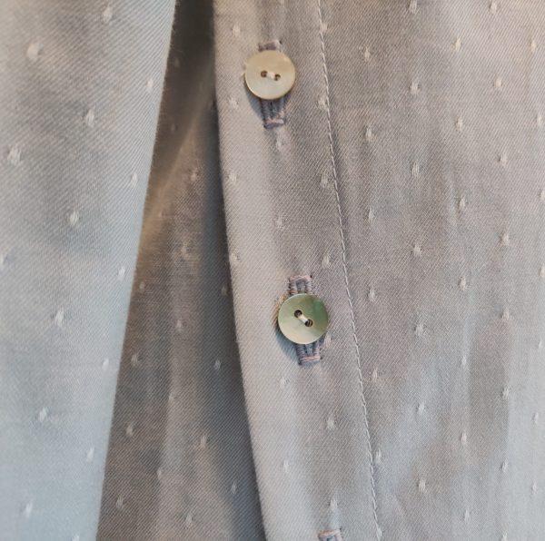 detail-boutons-cote-top-gris-douce