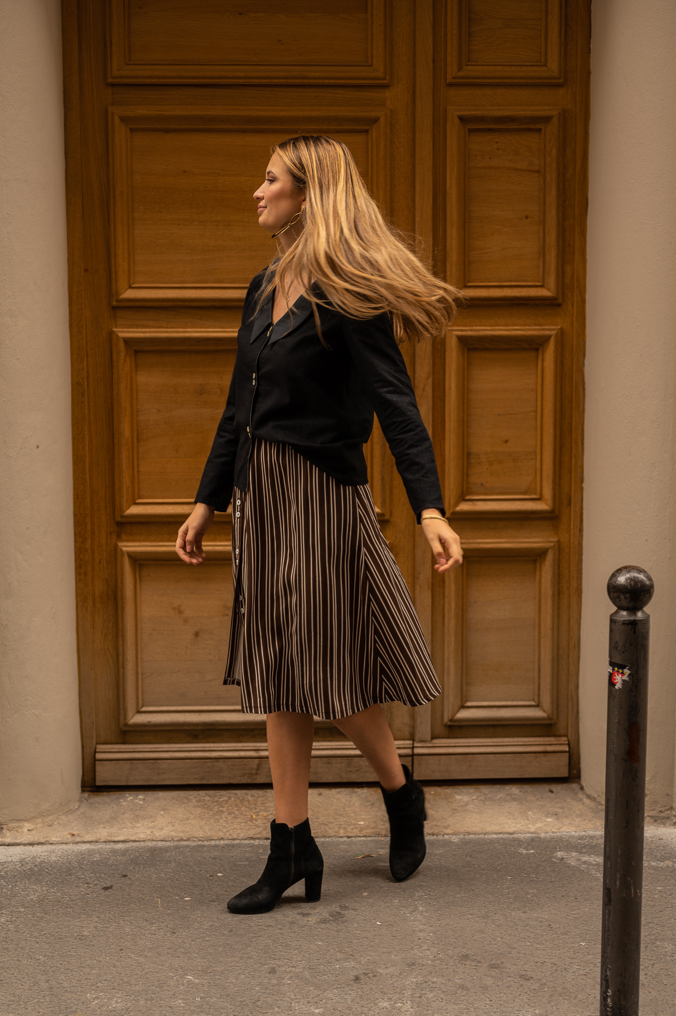 lookbook-romane-virevolte-chemise-seduisante-jupe-flaneuse-rue-de-lyon